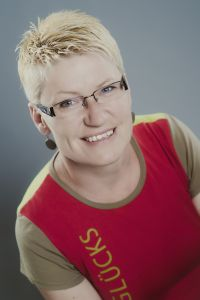 Cornelia Rosenberger bietet im Yogaraum Laßnitzhöhe heilsames Singen und Trommeln an.