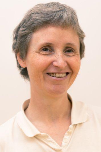 Dechen Silvia Schulz-Pannocha betreibt den Yogaraum Laßnitzhöhe und bietet dort Yogakurse, Yogatherapie und Yoga Wochenenden an.