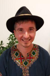 Karl Köck bietet im Yogaraum Laßnitzhöhe Kakaorituale an.