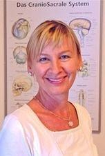 Laura Zierer bietet im Yogaraum Laßnitzhöhe Wirbelsäulengymnastik mit Entspannung und Purna Yoga an.