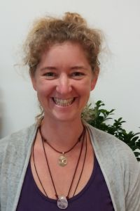 Sarah Mareike Kirsch bietet im Yogaraum Laßnitzhöhe Figurentheater an.
